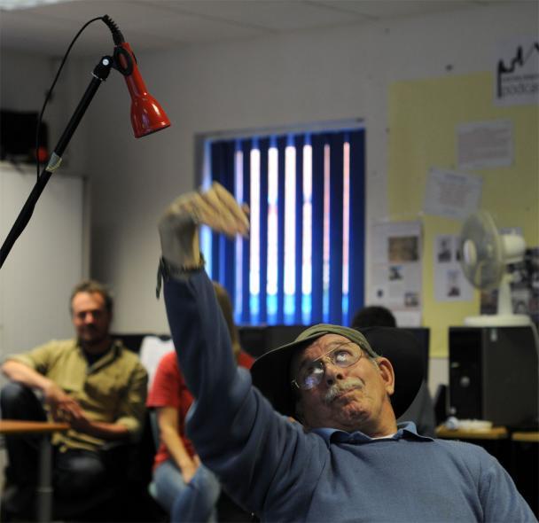 Rob-demonstrates-the-soundb-608x590