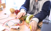 Makey Makey and fruit